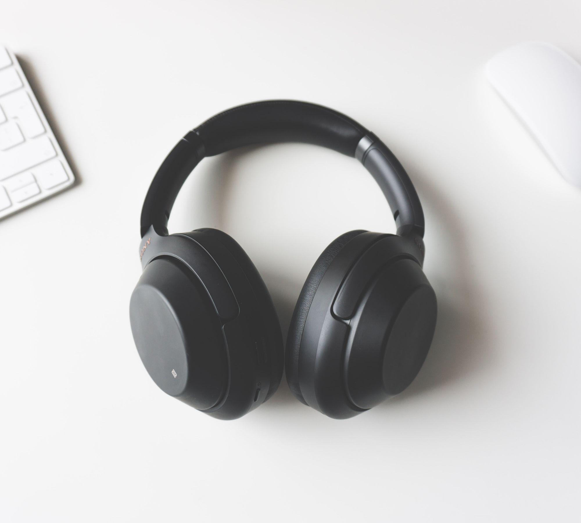 Headphones to capture meeting notes